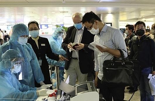 Bổ sung hồ sơ mời chuyên gia nước ngoài nhập cảnh vào TP.HCM