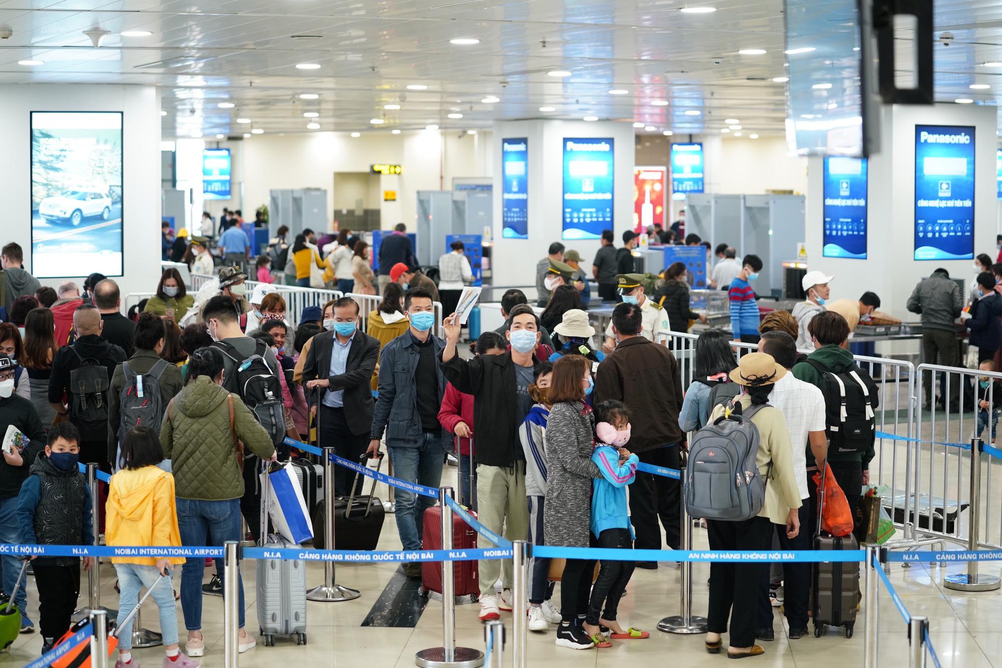 Dừng nhập cảnh hành khách tại sân bay Tân Sơn Nhất, Nội Bài