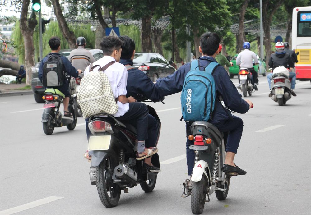 Phụ huynh không giao xe máy cho học sinh chưa có bằng lái