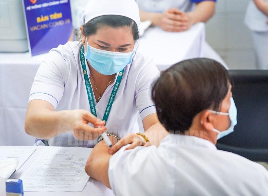 Phó Thủ tướng đồng ý đề nghị mua, nhập khẩu vắc xin Covid-19 của TP.HCM