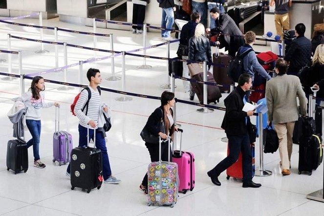 Những vật phẩm nguy hiểm cấm mang lên khoang hành khách máy bay