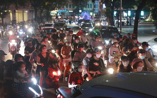 Thủ tướng yêu cầu chấn chỉnh, không để tập trung đông người nơi công cộng